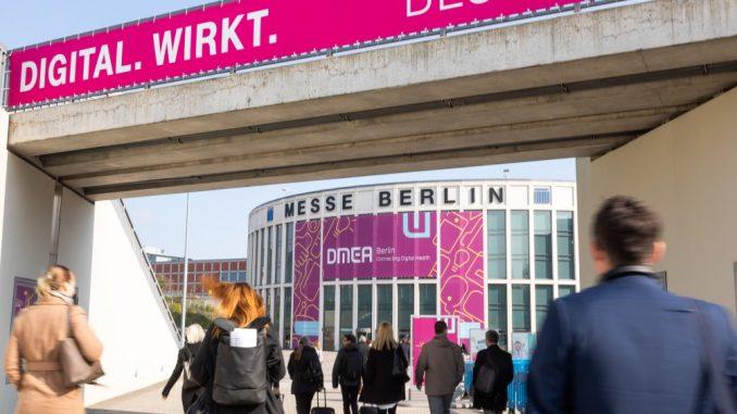 Eingang zur Fachmesse DMEA auf dem Berliner Messegelände