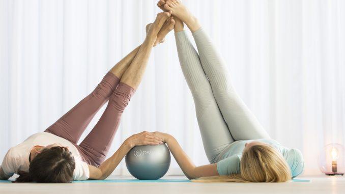 Zwei Frauen beim Beckenboden-Training