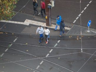 Menschen am Karlsruher Kronenplatz