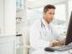 Mediziner am PC