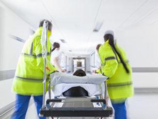 Notfalldaten können bei einem Notfall im Krankenhaus ausgelesen werden