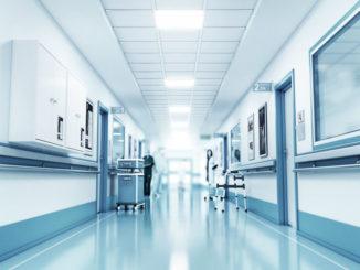 Blick in Stationsgang einer Klinik