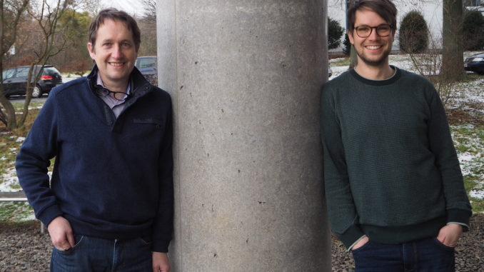 Professor Dr. Tim Salditt (l.) und Malte Vassholz