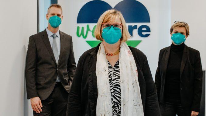 Bezirksbürgermeisterin Angelika Schöttler (m.) mit den Bunzl-Geschäftsführern Katrin Grallert (r.) und Timo Neustock