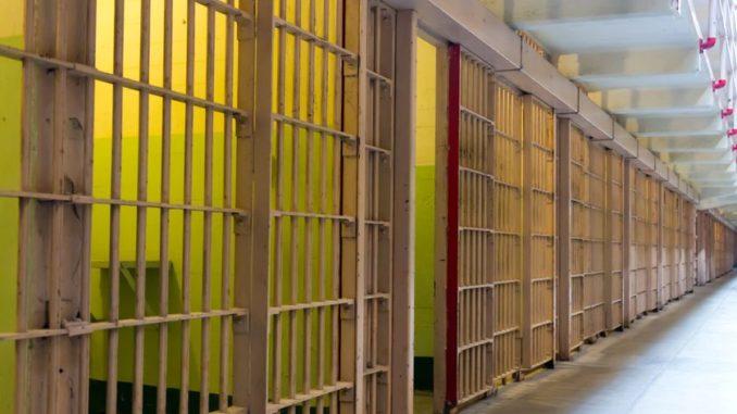 Blick auf Gefängniszellen