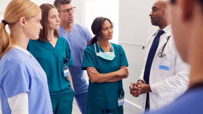 Mediziner-Team bei der Visite