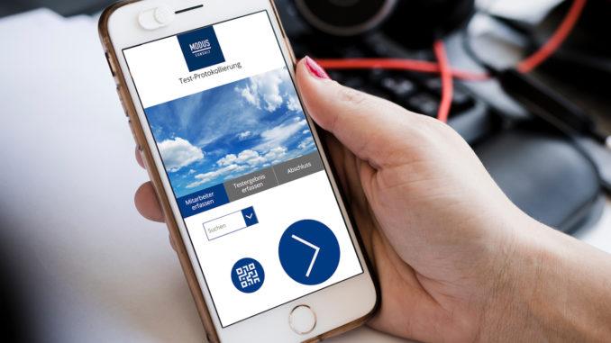 Smartphone mit Corona-Selbsttest-App
